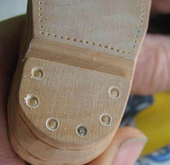 How to carve a cowboy boot - Stitching and Tacks